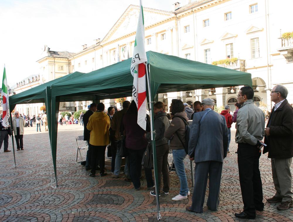 La coda alle primarie, in piazza Chanoux