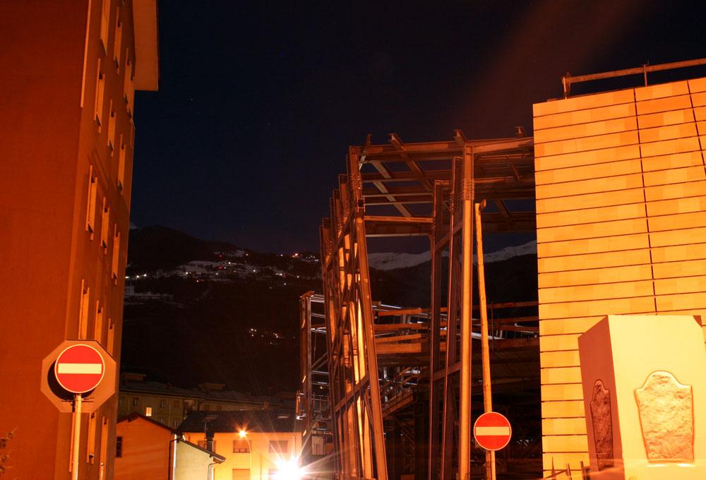 Complesso megalitico VS. Condominio La Rochère (foto Alessandro Mano)
