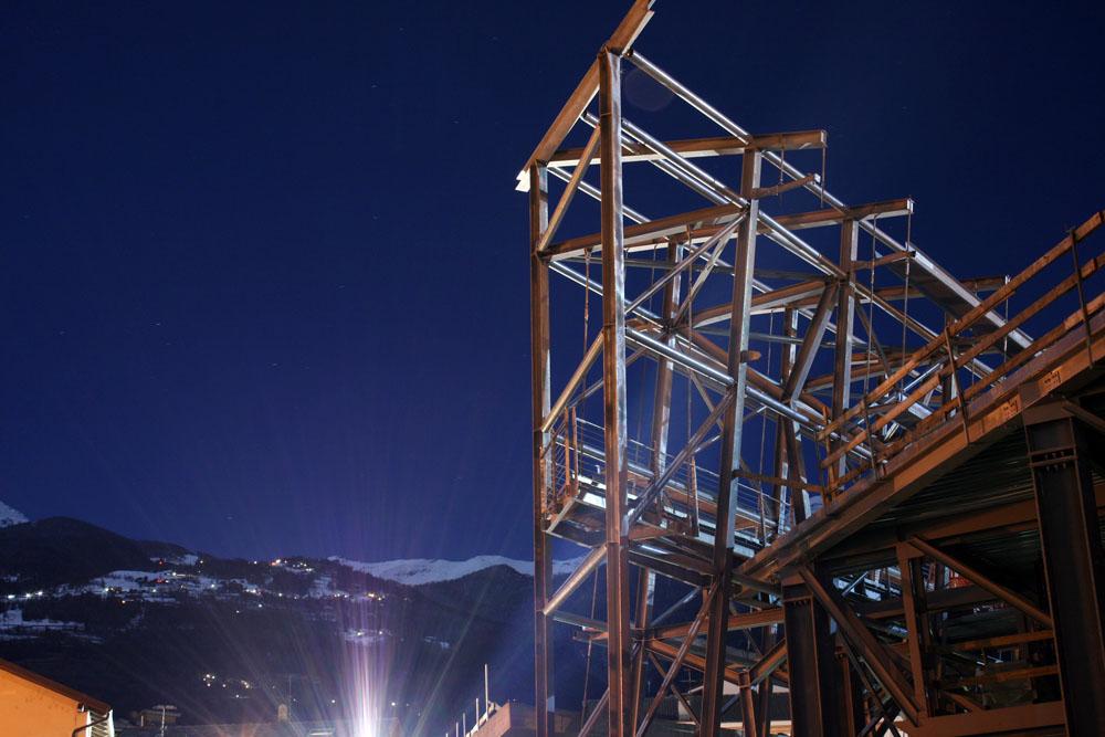 La struttura metallica dell'ala est (foto Alessandro Mano)